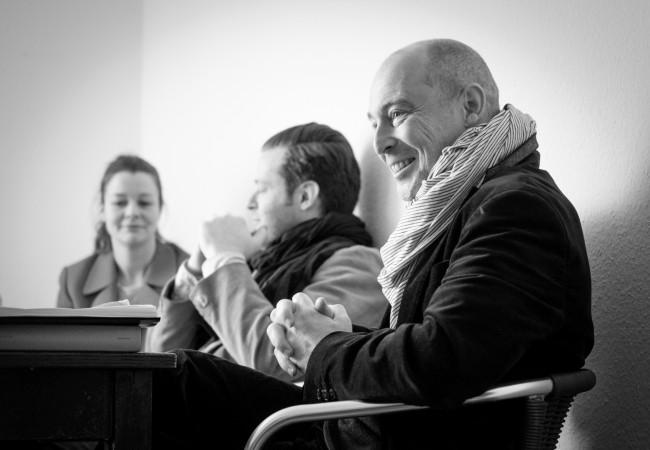 Besprechung bei der Probe zu Don Giovanni mit Jens-Daniel Herzog (Regie), Morgan Moody (Leporello) und Eleonore Maguerre (Donna Anna) (von rechts nach links) Foto von Gerardo Garciacano